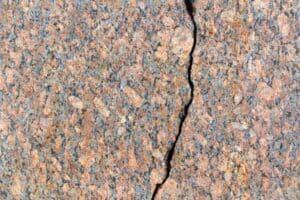 At what temperature does granite crack